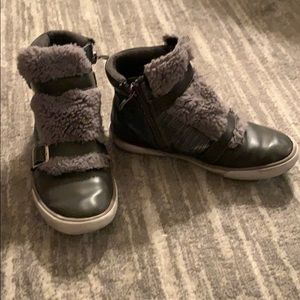 Girls Amiana high top sneakers with fur detail
